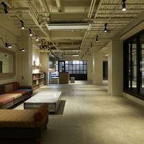 1階ロビーラウンジは開放的な空間