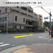 アンテルーム道案内6:「烏丸札ノ辻」の交差点を右折後、ポストの向こう側、左手にアンテルームがあります