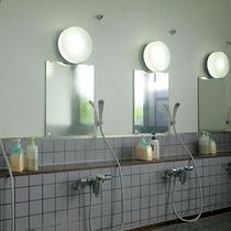 *【大浴場】男性/洗い場もゆったりと。