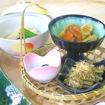 *【料理一例】季節の野菜、山菜を中心とした郷土料理。