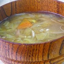 *【料理一例】野菜と麺を煮込む「おぶっこ」