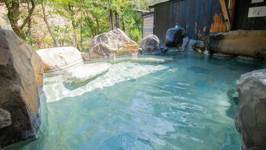 大浴場/露天風呂:アルカリ濃度が高いため、湯そのものがツルツルした感触