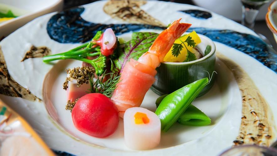 夕食:会席料理/味覚だけではなく、視覚でもお愉しみいただける内容です<一例>