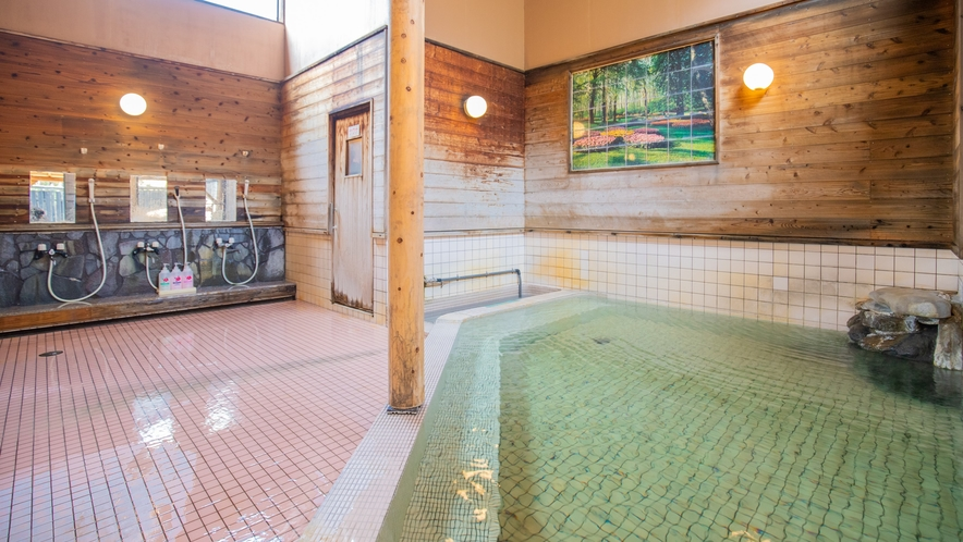 大浴場/内風呂:紫尾神社の拝殿下から湧出している、別名「神の湯」