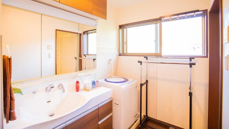 別邸:広さ十分の独立洗面台もしっかり完備