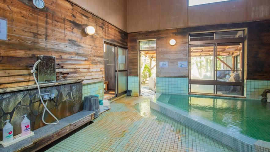 大浴場/内風呂:源泉かけ流し100%の温泉です