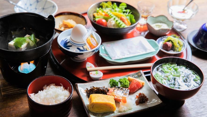朝食:温かな和定食をご用意いたします<一例>