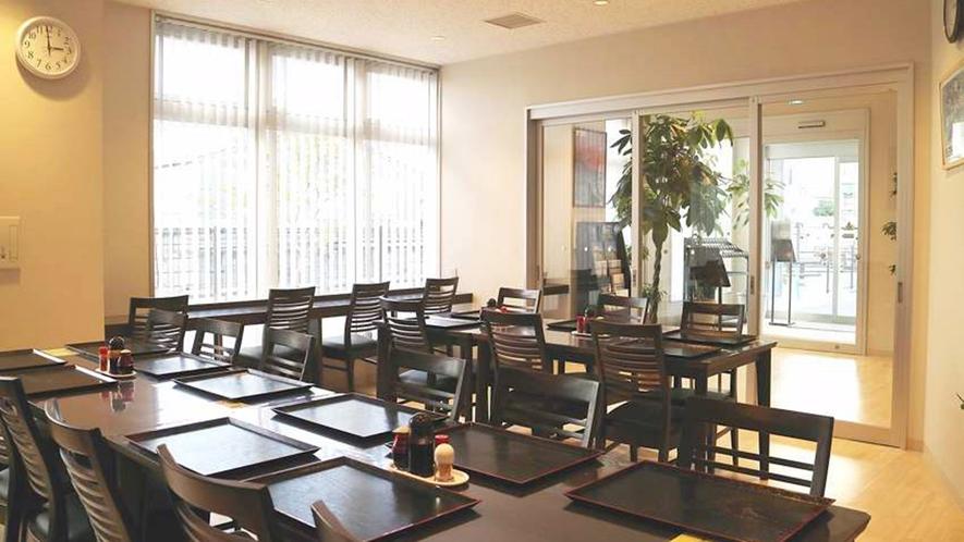 ・1階レストラン:リラックスしてお食事時間をお過ごしください