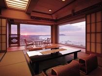 【貴賓室 日の出】大きな窓からの景色は圧巻の一言。一日のスタートは日の出とともに