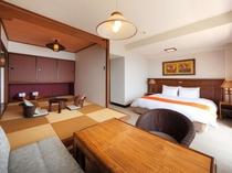 【ダブル&タタミ】ダブルベッドと8畳のタタミを配したオーシャンビューのゲストルーム。