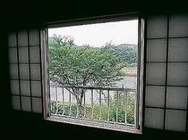 部屋から青野川
