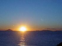 冬季(10月中旬から2月中旬)には水平線から昇る朝日がバルコニーから見える
