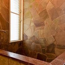 *【コテージ内岩風呂】岩風呂風の造りでゆったり。リゾート気分でお過ごしいただけます。
