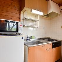 *【設備】コップやお皿などの食器類のほか調理道具も常備。ご自由にお使いください!