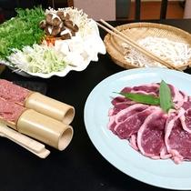 鴨鍋…脂ののりがよく、噛むほどに味わいの増すのが最大の魅力です。