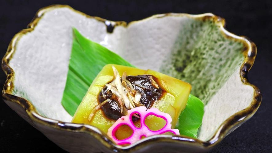 *自家製の味噌ダレで召上って頂く炊き合わせ。全て地物を使うこだわりです。