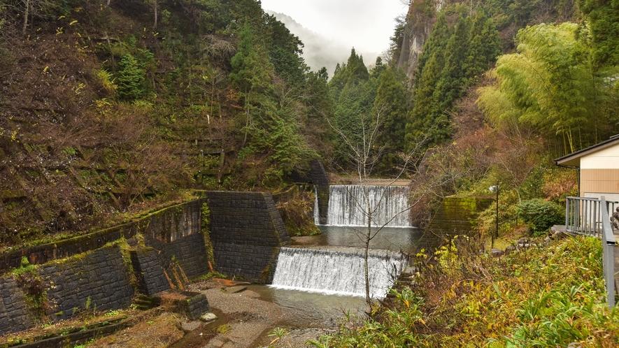 *大浴場やお部屋からは那比川の渓流が眺められます。