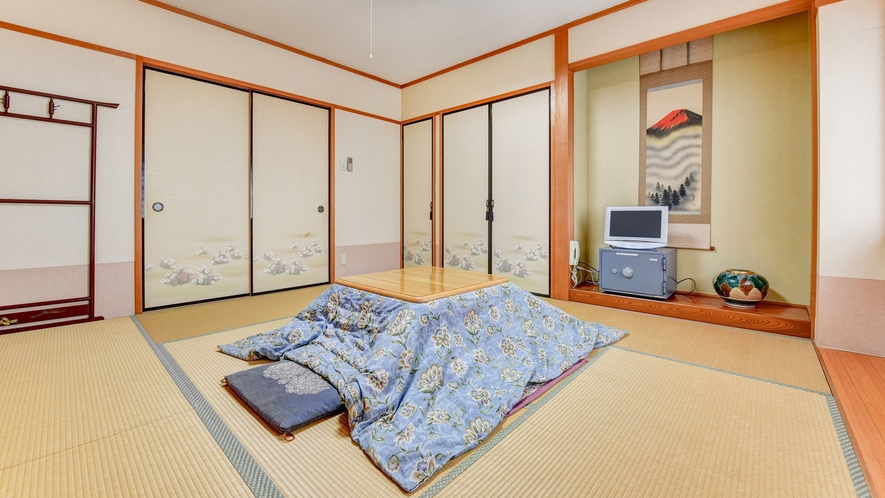 *新館 和室/冬場にはコタツをご用意しております。自然に囲まれた閑静なお部屋でお寛ぎ下さい