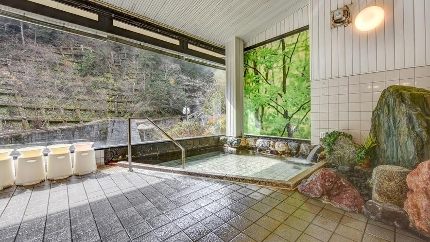 *大浴場-男女入れ替え/江戸時代(宝暦)に開湯した高畑温泉。硫黄が含まれるお湯は美肌効果◎