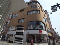 UNIQLO (ユニクロ) 名古屋栄店徒歩約14分