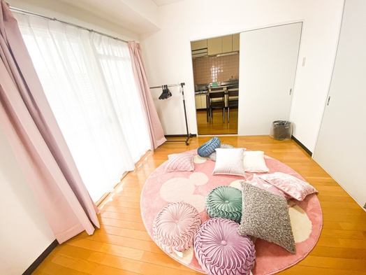 【シアター&ステイ】100インチ大型プロジェクターのお部屋・5名様まで・キッチン完備・和洋室