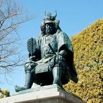 ★甲府駅前にある信玄公の銅像★