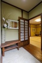 新館 ひばり 客室入口