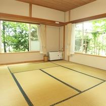 *4~6名用IIタイプ_和室/大きな窓を開ければ四季折々の風を体感できます。