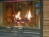 暖炉とロビー