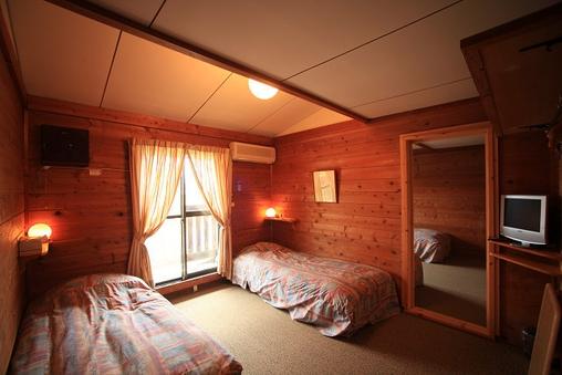 木の香り漂う校倉造りの4人部屋