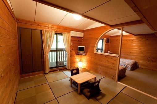 木の香り漂う校倉造りの和洋室4人部屋
