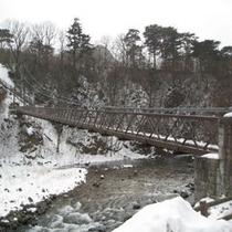冬の七ツ岩吊橋