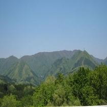 新緑に包まれた塩原の山々