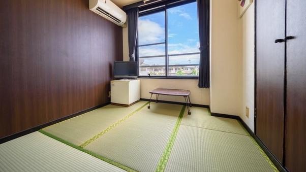 和室4.5畳・1名定員(トイレ付バス無/共同浴場)