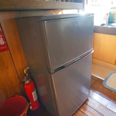 2階冷蔵庫は共同でご利用くださいませ。(現在は白色に変更)