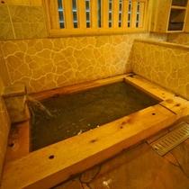 ひのき風呂(家族湯)温かみのある檜をふんだんに使った内湯