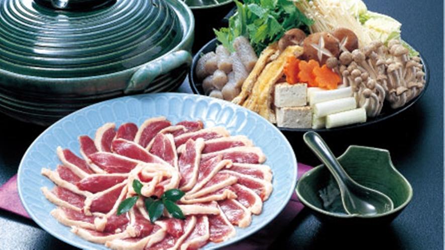 *鴨鍋:しっかりとした肉質と旨みを兼ね備えた鴨肉をご賞味ください