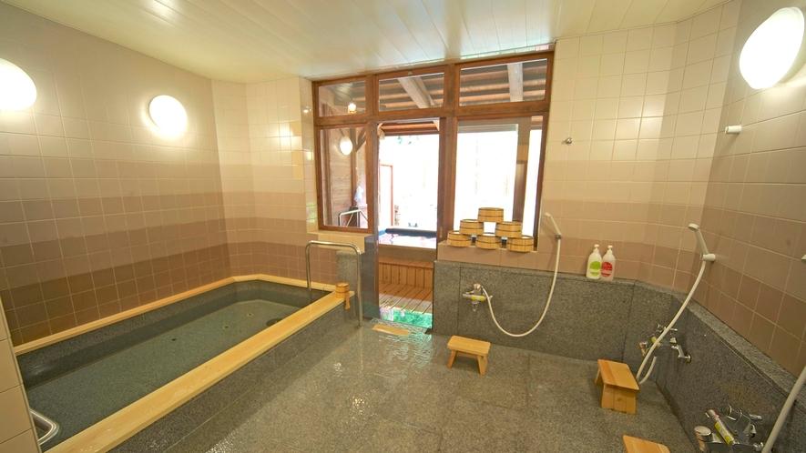 *女性用内風呂。浴槽も広くなり、ゆったりとご入浴頂けます。