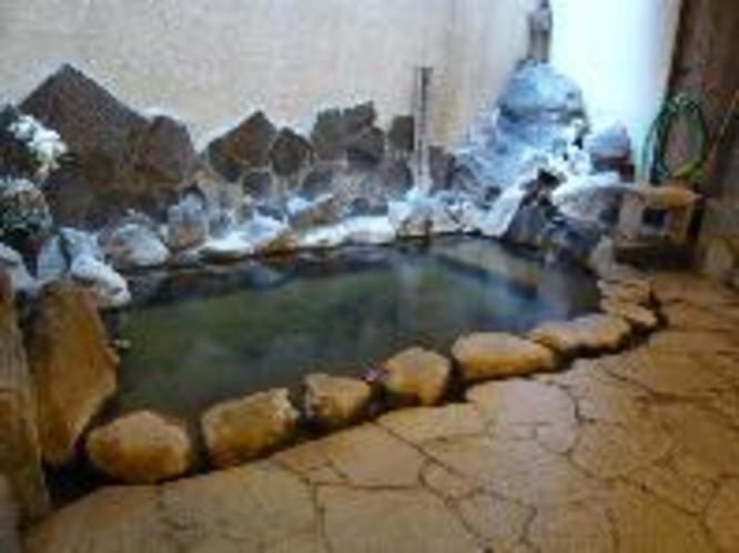 源泉掛流しの大浴場