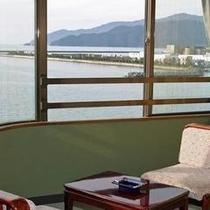 若狭湾を望む絶景の客室