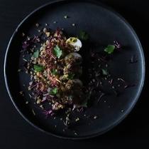 キヌアとレンズ豆 ブラウンマッシュルームとパッションフルーツの前菜