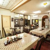 *【本館:食堂】お食事は、本館玄関:左手にある食堂でお召し上がりいただきます。