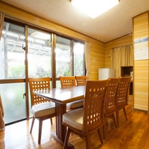 *【別館1F:和洋室<リビング>】明るいリビングルームで、楽しくご歓談ください。