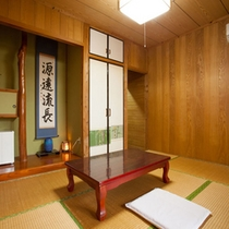 *【本館:和室】「まるでおばあちゃんの家に来たみたい!」と言われる、懐かしくも落ち着くお部屋です。