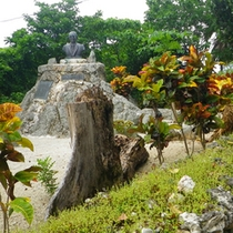 *【山城善三先生】竹富島の中心にある公民館に銅像が残る、島民の尊敬を集めた偉人。