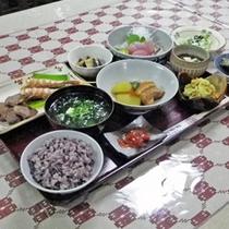 *【夕食一例】島食材をたっぷり使った、栄養たっぷりの夕食です。