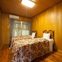 *【別館1F:和洋室<洋室>】洋室にはベッドが2台。お布団とベッド、お好きなほうでお休みください♪