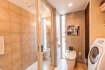 1F シャワールーム・トイレ