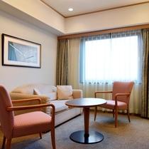 【デラックスツイン】広さ:約34㎡ ベッド幅:110cm 寝室とリビングセパレート(写真はイメージで