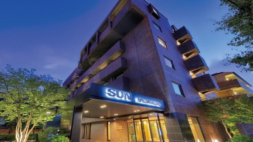◆ホテル外観(夕)